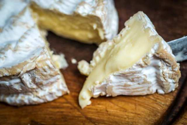 camembert de normandy cheeselovers